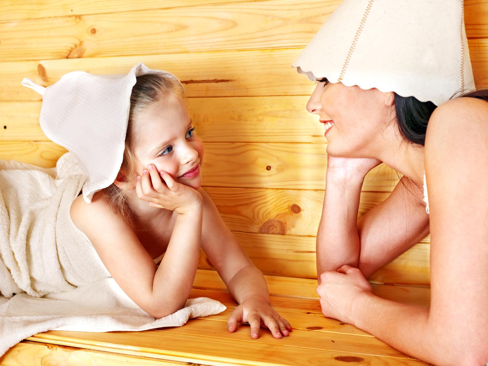 Всегда моемся в бане всей семьей - голые - Записки жизнерадостного